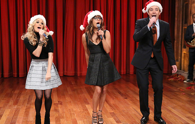 Jimmy Fallon, Carrie Underwood & Rashida Jones Sing Epic Holiday Medley