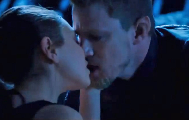"Mila Kunis & Channing Tatum Kiss in ""Jupiter Ascending"" Trailer"