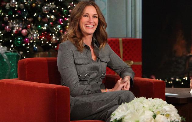 "Julia Roberts Addresses Pregnancy Rumors on ""Ellen"""