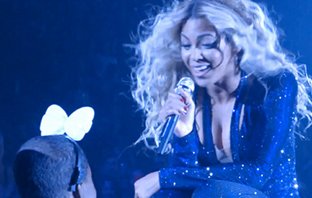 Video: Beyonce Sings With Dying Young Fan at Concert