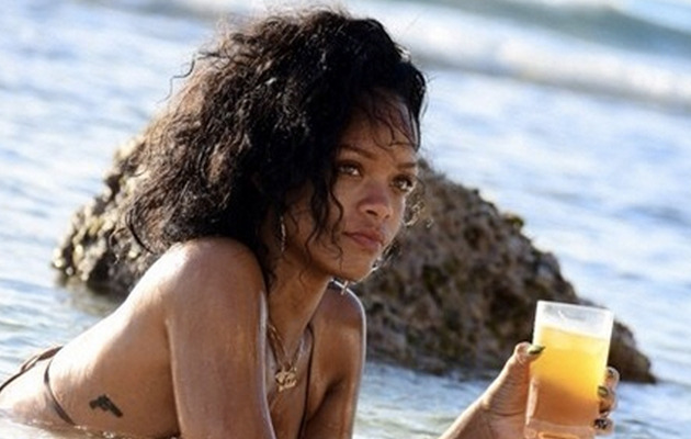 Rihanna Flaunts Hot Bikini Bod in Barbados!