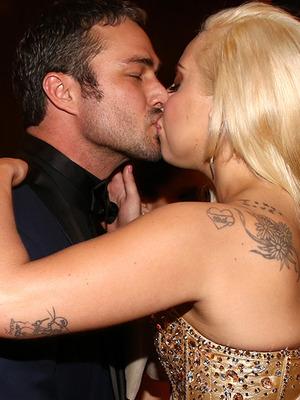 Lady Gaga & Taylor Kinney Kiss at Golden Globes Bash!