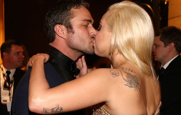 Lady Gaga & Taylor Kinney Kiss at Golden Globes Bash!