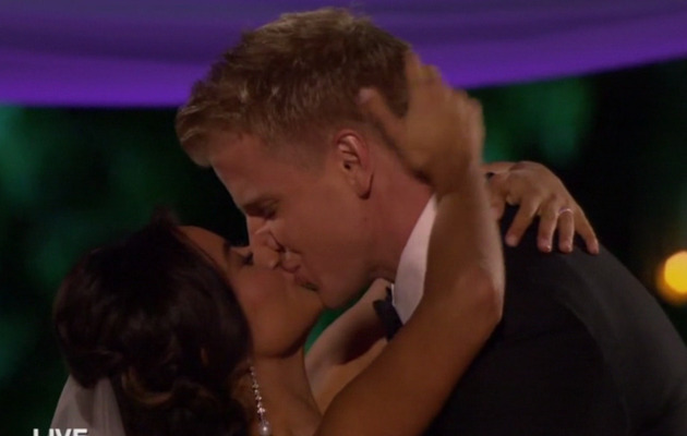 "Sean Lowe & Catherine Guidici Tie the Knot in ""Bachelor"" Live Wedding!"
