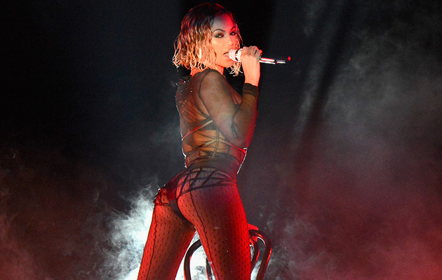 "Beyonce & Jay-Z Open Grammys with Sexy ""Drunk In Love"" Performance"