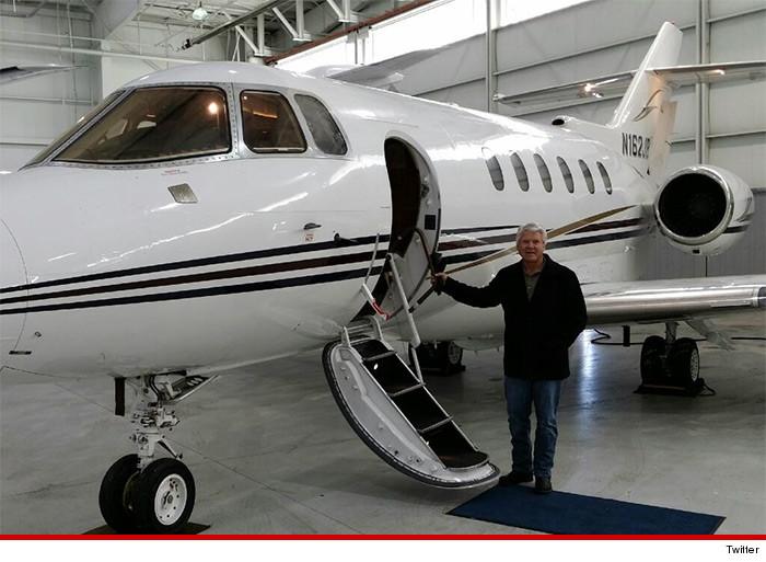 Jerry Jones Plane NFL Coach Jimmy Johnso...