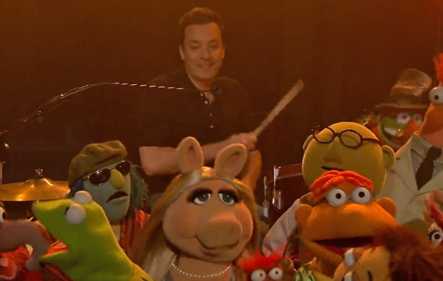 "Jimmy Fallon Says Goodbye to ""Late Night"" with The Muppets"