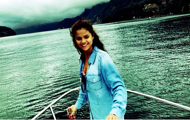 Selena Gomez Thanks Fans for Support After Going to Rehab