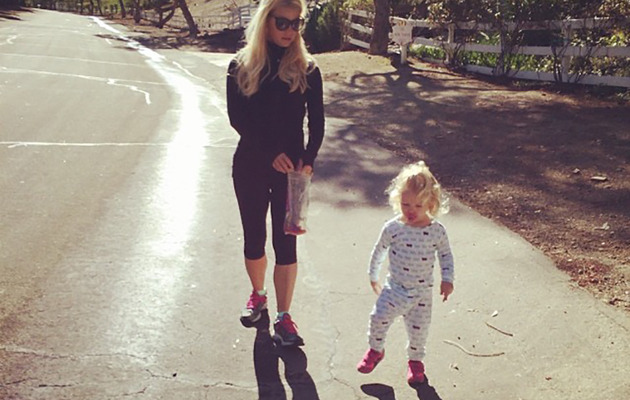 """Jessica Simpson Flaunts Slim Bod While """"Chasing Shadows"""" With Maxwell"""