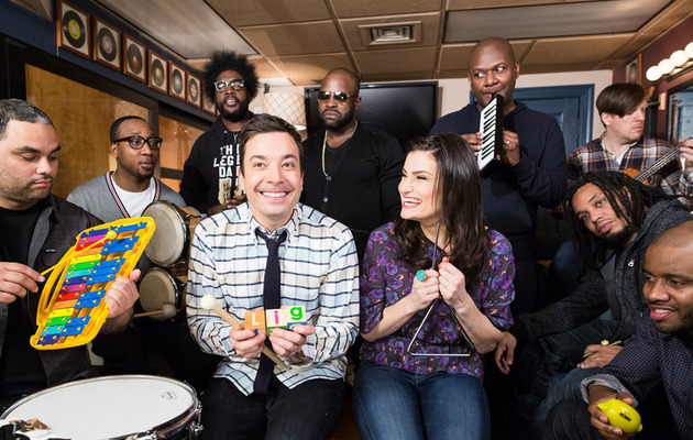"Idina Menzel, Jimmy Fallon & The Roots Sing ""Let It Go"" With Classroom Instruments!"