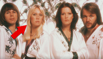 The Hot Blonde in 'ABBA': 'Memba Her?!