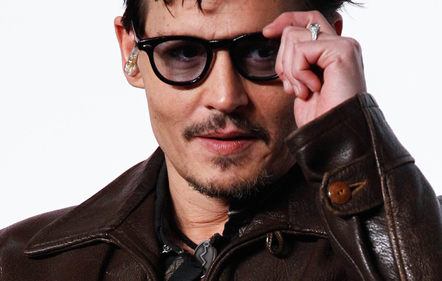 "Johnny Depp Wears ""Chick's"" Engagement Ring, Confirms Rumors!"