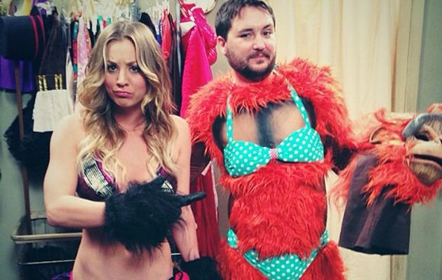 "Kaley Cuoco Flaunts Hot Bikini Bod on ""Big Bang Theory"""