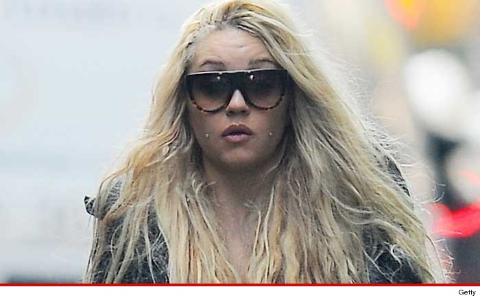 """amanda bynes and schizophrenia After a well-publicized stint in treatment for a diagnosis of schizophrenia, actress amanda bynes and her family have announced that she never had a mental illness and that her behavior was the result of marijuana abuse """"amanda currently is on zero medication,"""" according to the family's attorney """"she's devoted to living her life as healthy as possible."""