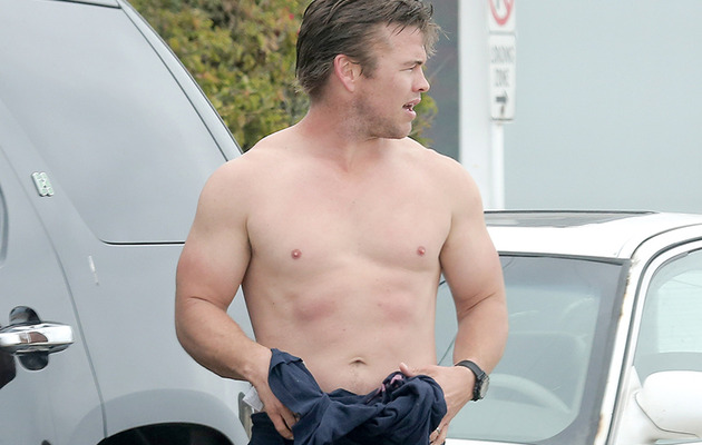 Luke Hemsworth Goes Shirtless at the Beach -- Who's the Hottest Hemsworth?