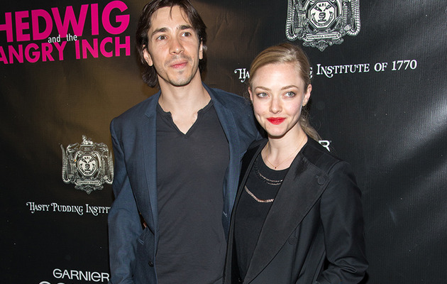 Amanda Seyfried & Justin Long Make Red Carpet Debut as a Couple!