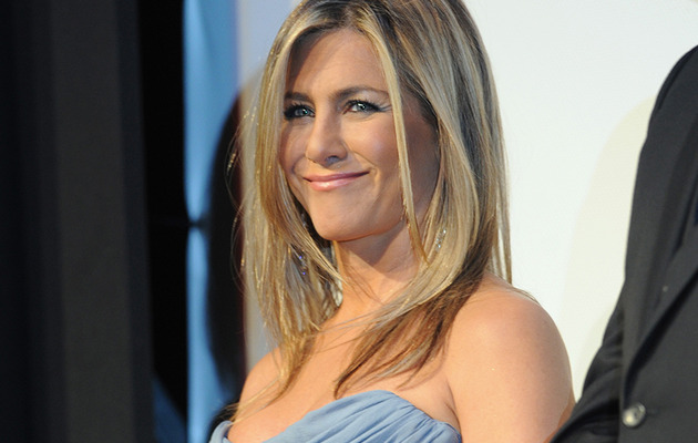 "Which Costar Did Jennifer Aniston Have a ""Brief, Torrid Romance"" With!?"