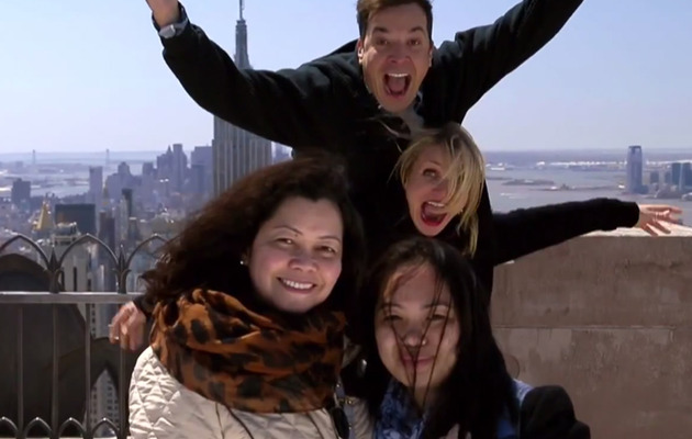 Watch Cameron Diaz and Jimmy Fallon Photobomb Tourists!