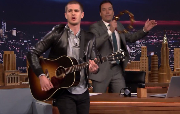 "Andrew Garfield Sings ""Spider-Man"" Cartoon Theme Song"
