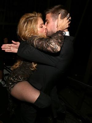 Shakira Straddles Her Boyfriend Backstage at Billboard Music Awards