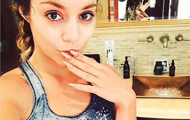 Vanessa Hudgens Flaunts Toned Abs in Sexy Gym Selfie