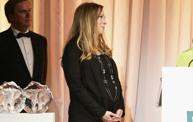 Pregnant Chelsea Clinton Rocks Tight Leather Leggings At Wildlife Conservation…