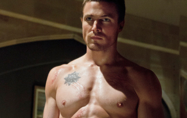 "This Is INSANE! See ""Arrow"" Star Stephen Amell's Workout Routine"