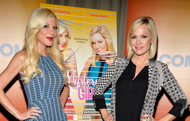 "Jennie Garth on Reuniting with Tori Spelling for ""Mystery Girls"": We Have a…"
