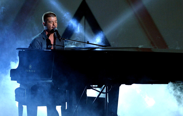"Robin Thicke Continues ""I'm Sorry"" Tour at BET Awards"