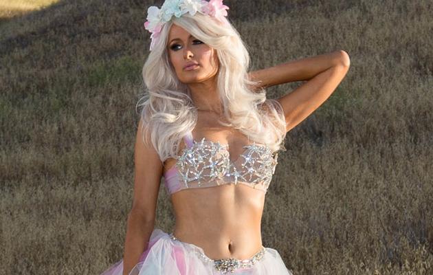 """Paris Hilton Flaunts Amazing Physique on """"Come Alive"""" Music Video Set"""