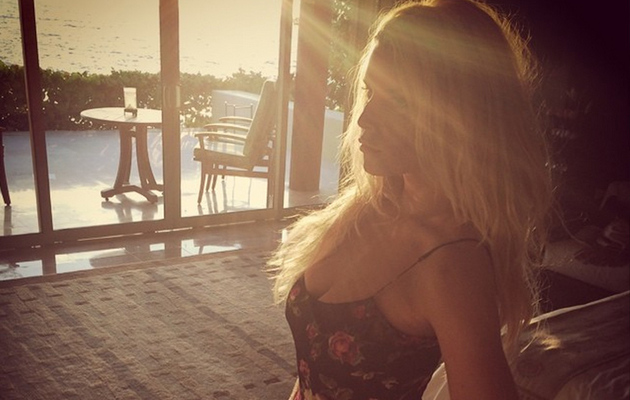 Jessica Simpson Flaunts Super Slim Waist, Gushes About Husband Eric Johnson