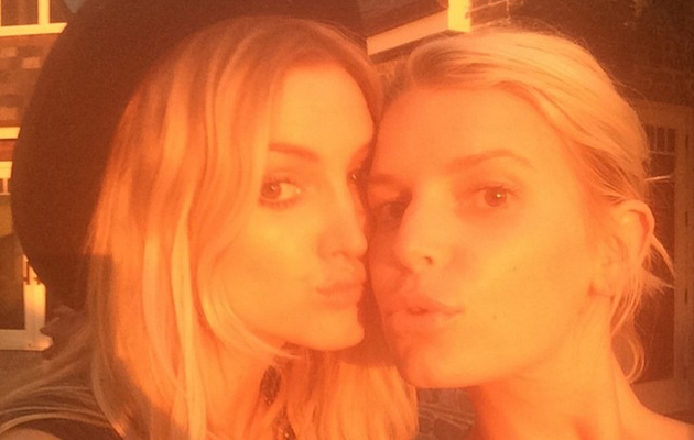 Jessica Simpson Looks Flawless in Makeup-Free Selfie with Ashlee