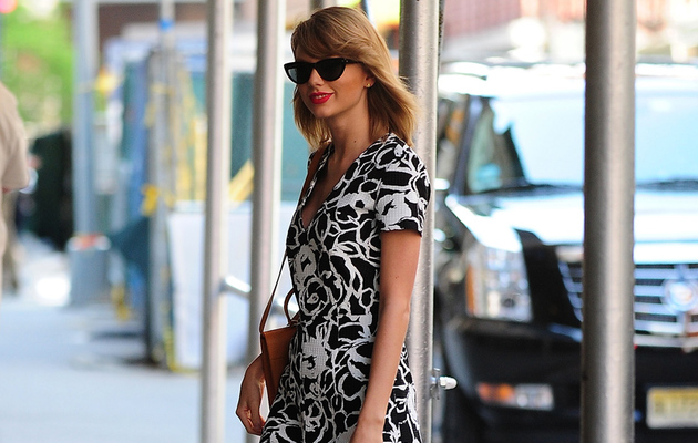 Taylor Swift Visits Boston Children's Hospital -- See The Cute Video!