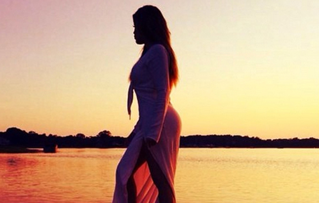 Khloe Kardashian Flaunts Killer Curves in Sexy Sunset Photo