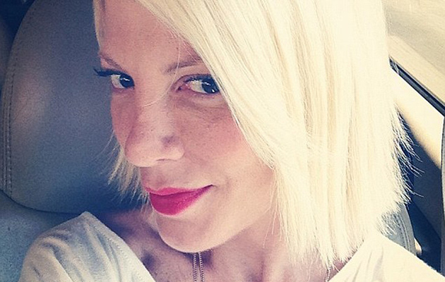 Tori Spelling Chops Off Her Own Hair -- See Short New 'Do!