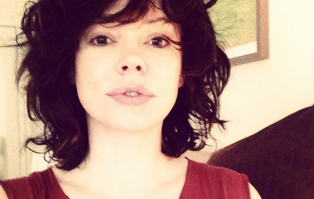 "Rose McGowan Shows Off Short New 'Do, Says She Looks Like ""Hitler's Cousin"""