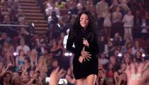 Nicki Minaj -- BS No Time to Zip ... Wardrobe Malfunction STAGED
