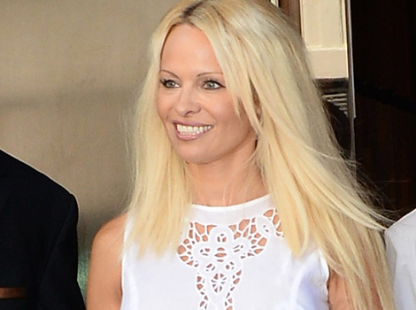 Pamela Anderson's Back in Extensions -- Like the Look?!