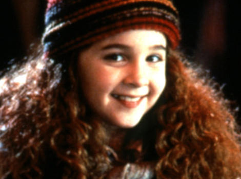 """Curly Sue"" Star Alisan Porter Reveals She's An Alcoholic"