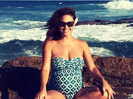 Vanessa Lachey Shows Off Baby Bump at the Beach -- See Cute Pic!