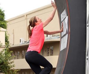 """Allison Janney Completes """"American Ninja Warrior"""" Challenge, Anna Faris Cheats!"""