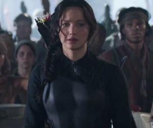 """Katniss Takes Aim In Full Trailer for """"The Hunger Games: Mockingjay -- Part 1"""""""
