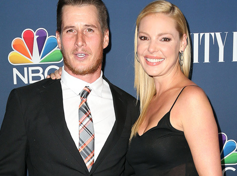 "Katherine Heigl Has Mini ""Roswell"" Reunion on the Red Carpet"