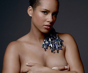 Pregnant Alicia Keys Shares Stunning Naked Bump Photo