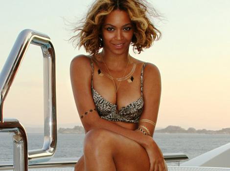 Beyonce Posts Sexy Bikini Pics -- No Sign Of Baby Bump!