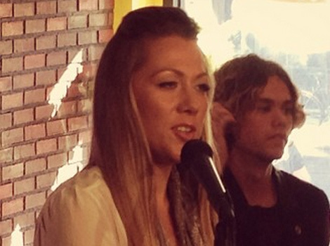 "Colbie Caillat Sings ""Smelly Cat"" at ""Friends"" Central Perk Coffee Shop"