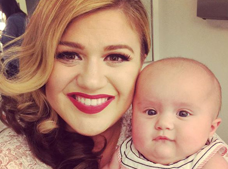 Kelly Clarkson Brings Baby River Rose to Music Video Shoot