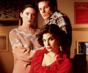 """""""Twin Peaks"""" Turns 25 -- See the Stars Now as They Make New Plea for David Lynch"""