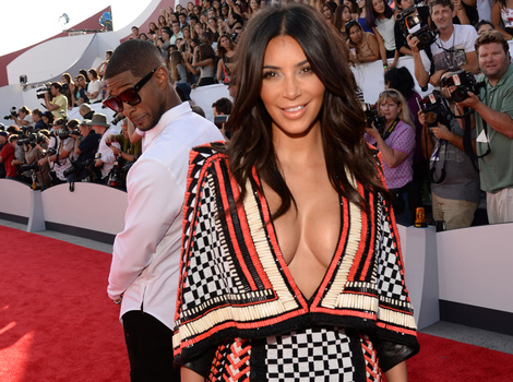 Usher Gets Caught Checking Out Kim Kardashian's Booty at MTV VMAs