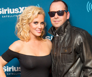 """Jenny McCarthy & Donnie Wahlberg Do Cute """"Grease"""" Couple's Costume"""